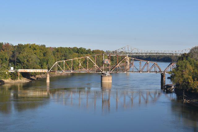 Clarendon Railroad Bridge