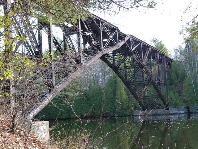 Kingsford Railroad Bridge (Chicago, Milwaukee, and St  Paul Railroad