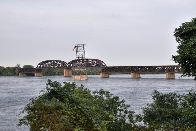 Pont Ferroviaire Saint-Laurent (St. Lawrence Railway Bridge)